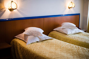camera-twin-hotel-decebal-bacau-prima-pagina